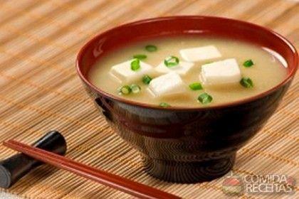 Receita de Sopa de missô-shiru com tofu em receitas de sopas e caldos, veja essa e outras receitas aqui!