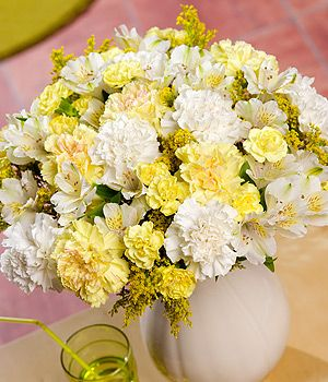 Sunshine Bouquet XL - A beautiful bouquet with yellow and white Carnations, cream Alstroemeria and yellow Solidago. #BunchesUK #flowers #bouquet