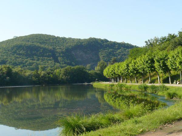 Le camping - mairie de boussens. Municipal campsite next to a lake.