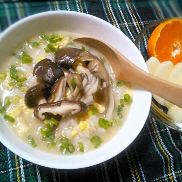 夕飯の白湯鍋の残りできのこ雑炊~(≧∇≦*) - 39件のもぐもぐ - きのこ雑炊であさごはん by yukkomama