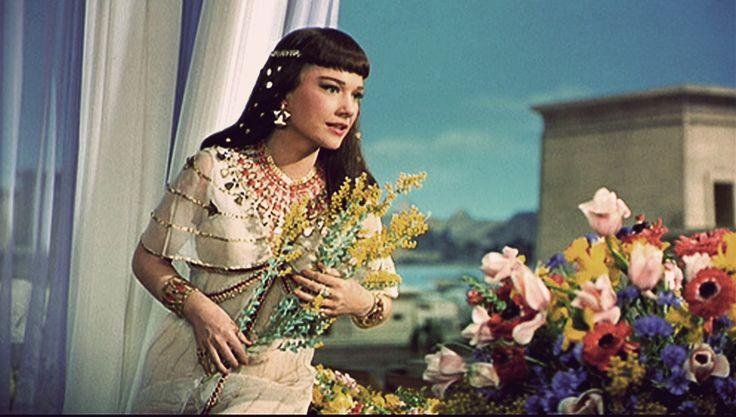 Anne Baxter as Nefertari.