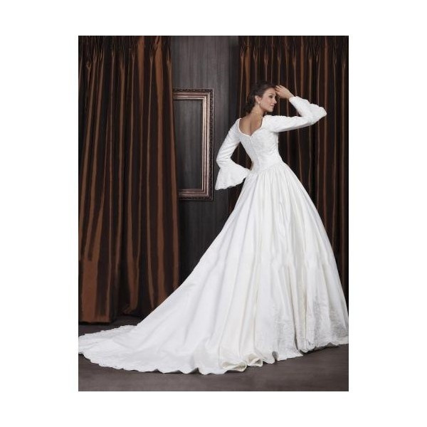 98 best royal ball gowns wedding gowns images on for Wedding dresses with royal length train