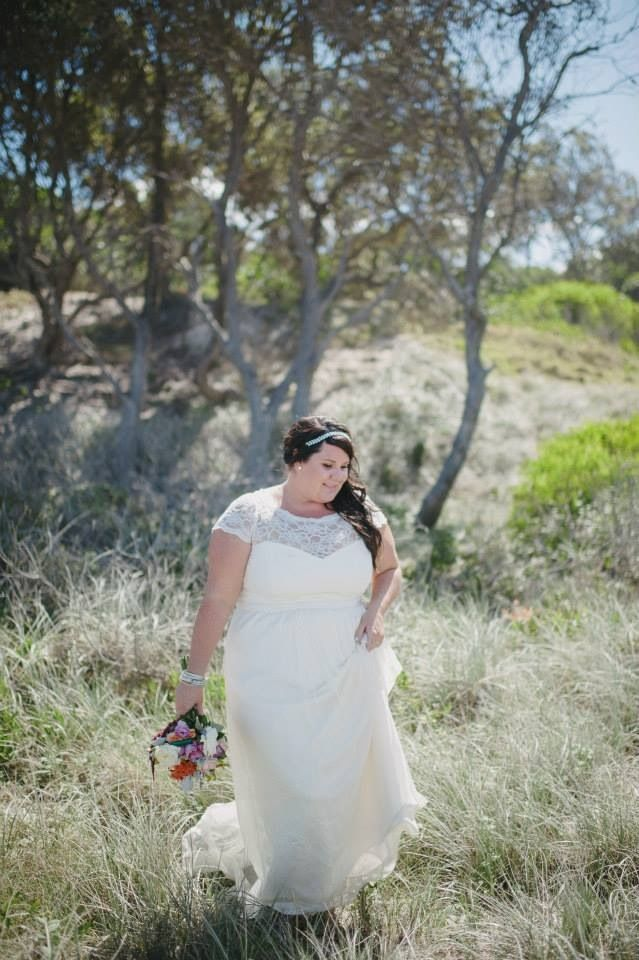 Ivory lace wedding dress, invisible sweetheart neckline, lace cap sleeves, byron bay wedding, broken head, pavilion 2, David Moore Photography, The French Petal bridal bouquet