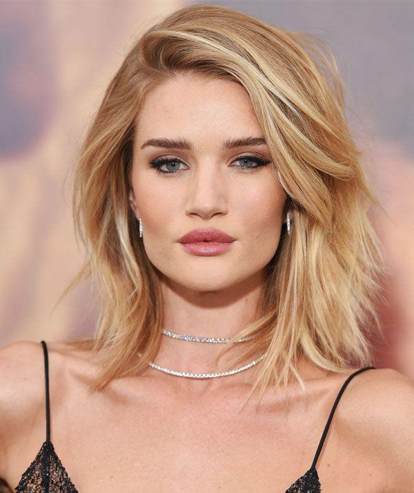 rosie-huntington-whitley-corte-de-cabelo-franja-de-lado - http://www.stealthelook.com.br/3-haircuts-que-favorecem-sempre/