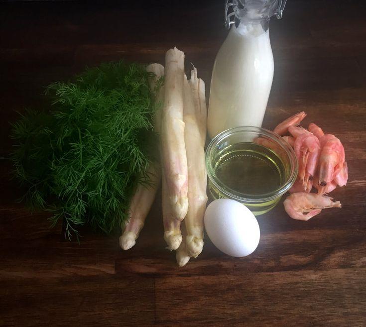 Asparges panna cotta med rejer og blomme