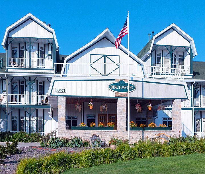 13 Door County, Wisconsin Lodging and Resorts with indoor and outdoor swimming pools.