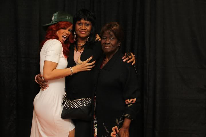 SIDEWALK CATWALK: Rihanna Hits Up A Meeting In NYC, Fondles Her Mama At Her Concert