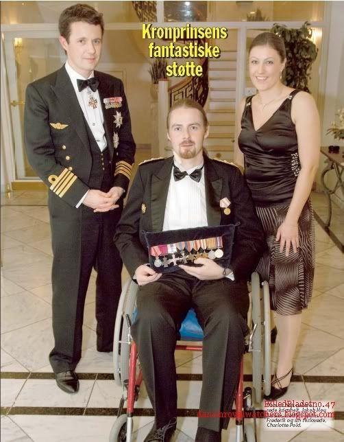 En novembre 2006, le couple héritier assite à un dîner qui fête les 10 ans de l'association Anders Lassen ! Cette association s'occupe des anciens soldats de guerre....   Oups pour la tenue de Mary à ce dîner...