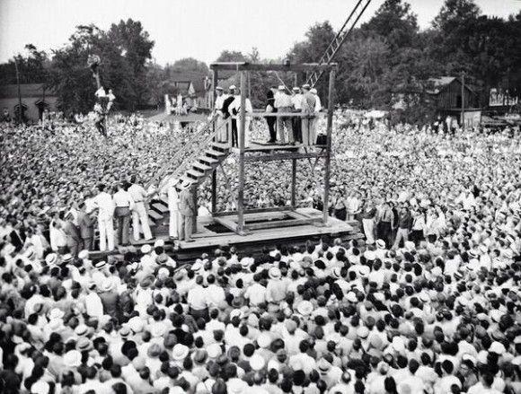 アメリカ最後の公開処刑の様子(1936年)