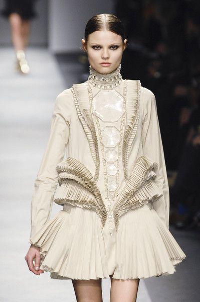 Givenchy at Paris Fashion Week Fall 2008 - Runway Photos