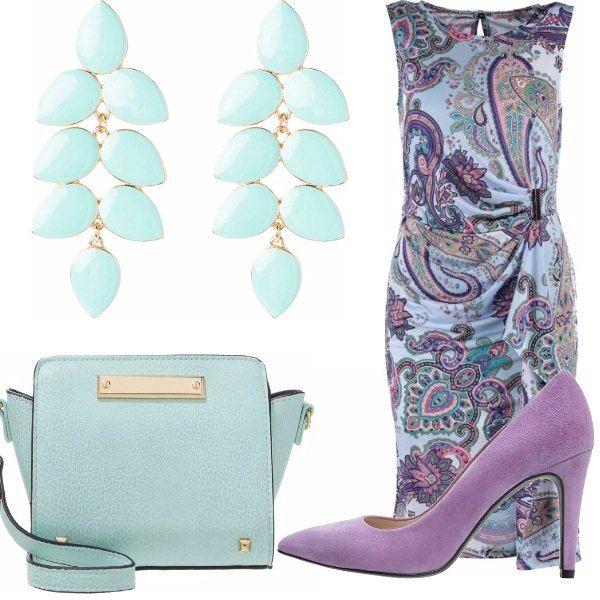 Vestitino multicolor, vivace e dai toni del lilla e azzurro, abbinato a un paio di bellissime scarpe con tacco viola scuro, borsa a tracolla azzurro chiaro, orecchini pendenti azzurro chiaro. Outfit casual e chic allo stesso tempo!