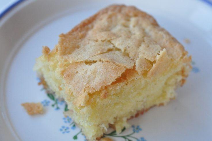 Åh manner! I dag skal du bare høre om den lækreste kage, der stryger direkte ind på min kage-top-10. Underskøn, syndig, sød, lækker og bare helt perfekt!  Hvis du er vild med brownie, så kig med her. I dag skal du høre om en lækker hvid brownie-variant - nemlig en blondie - faktisk en kage jeg