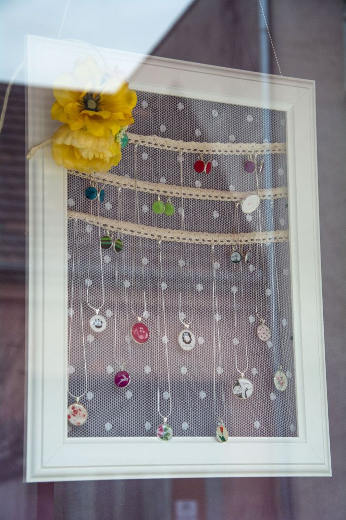 DIY Stojan na šperky z rámu