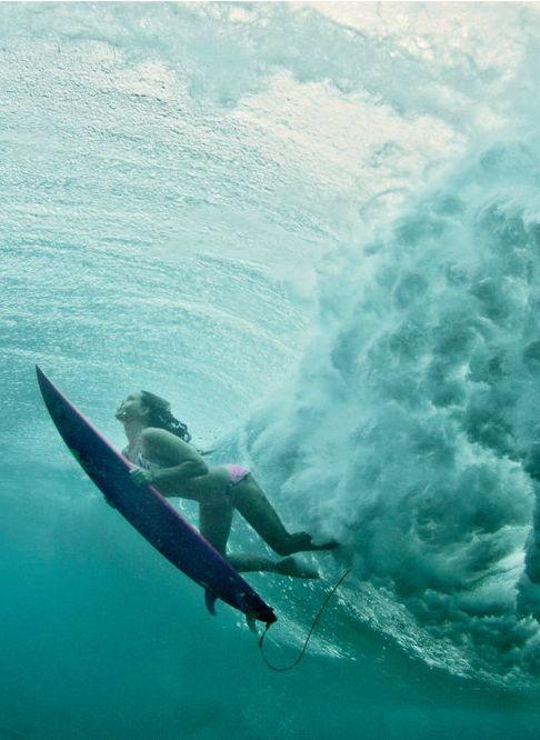 Maya Gabeira | Surfing pictures, Surfing waves, Surfing
