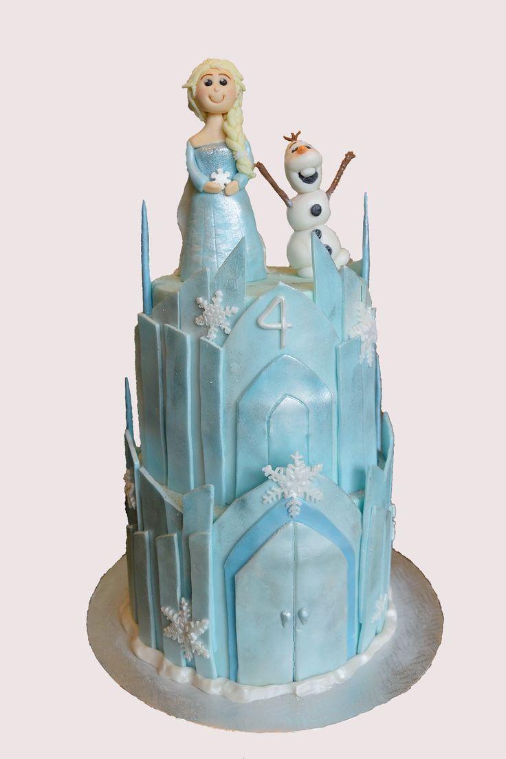 Frozen ice castle with Elsa and Olaf cake.   Gâteau château de glace La reine des neiges avec Elsa et Olaf.