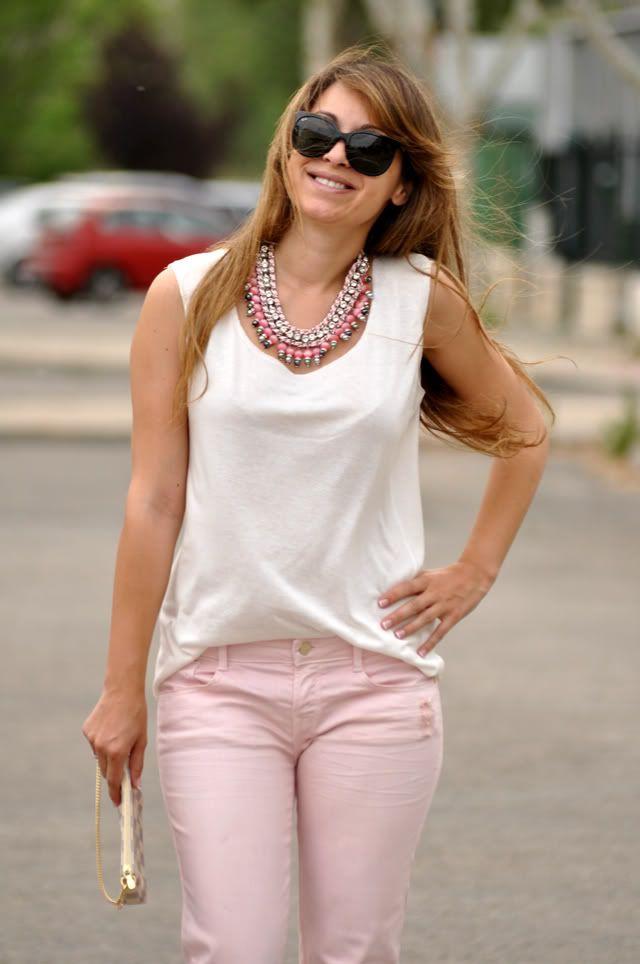 outfit pantalon rosa pastel