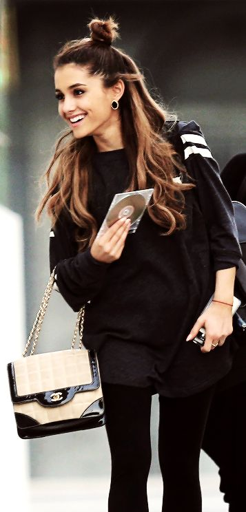 "Ariana Grande <span class=""EmojiInput mj230"" title=""Black Heart Suit""></span> her hair is super cute like this haha"