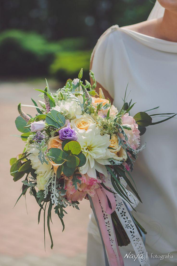 INNA Studio_ bridal bouquet / pastelowy bukiet ślubny ze wstążką / fot. Naya Fotografia
