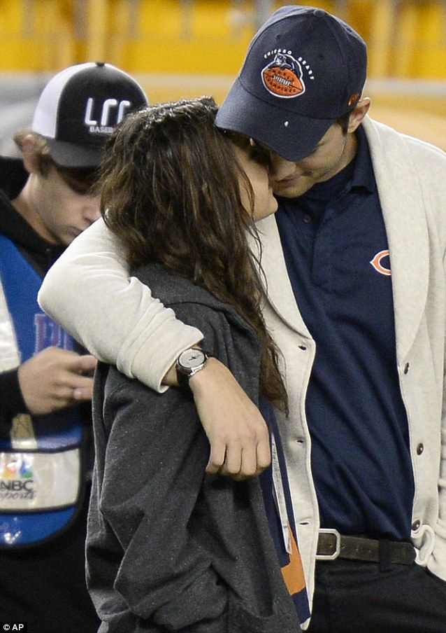 Diehard Chicago Bears fans: Mila Kunis and Ashton Kutcher supported their NFL team as they watched them play the Pittsburgh Steelers at Hein...