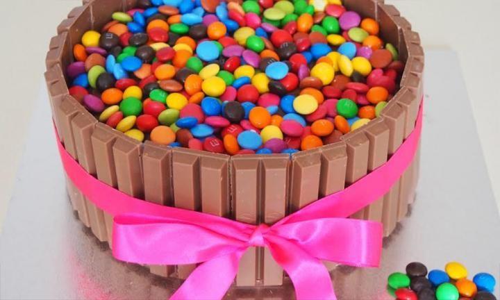 Kit Kat cake - Kidspot