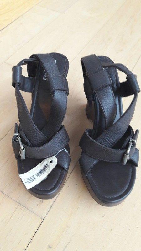 e89ab89632aca2 no name sandales neuves# jamais portées. marron foncée, talon compensé.