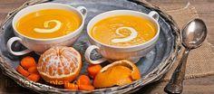 Frisse en gezonde soep met wortel en appeltjes van oranje die ook erg leuk is om tijdens sinterklaasavond te serveren