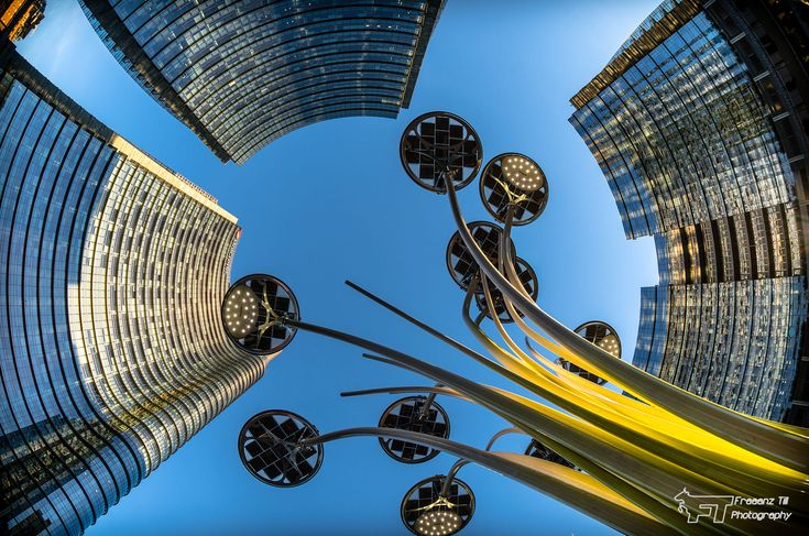 UP @ Piazza Gae Aulenti by Franz Till on 500px