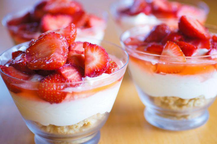 Ostekake med jordbær på glass