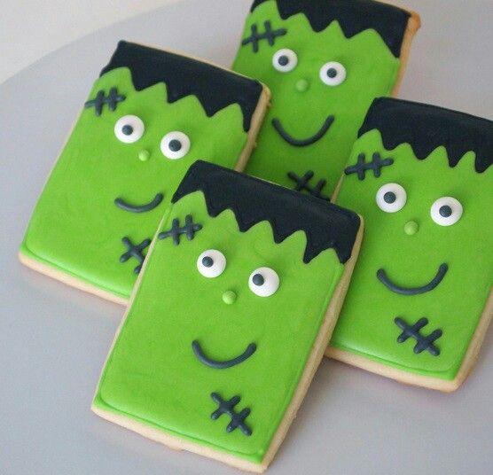 Frankenstein sugar cookies. I could do these... At least the rectangle part lol!
