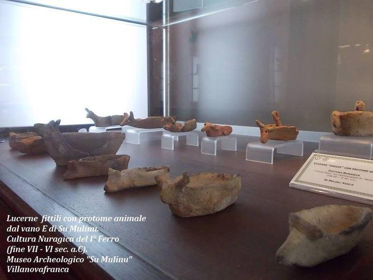 """Lucerne fittili """"grezze"""" con protome animale, ritrovate nel vano E del complesso nuragico di Su Mulinu. Cultura nuragica del I° Ferro, Fase Orientalizzante. Museo Civico Archeologico """"Su Mulinu"""" Villanovafranca"""
