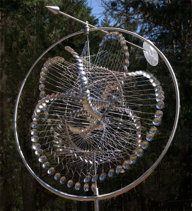 Hypnotic Wind powered Kinetic Sculptures by Anthony Howe sculpture kinetic :  I love how the art is a mixture of the technical but relies on natural elements, e.g. the wind. Very Okarian and just plain gorgeous.