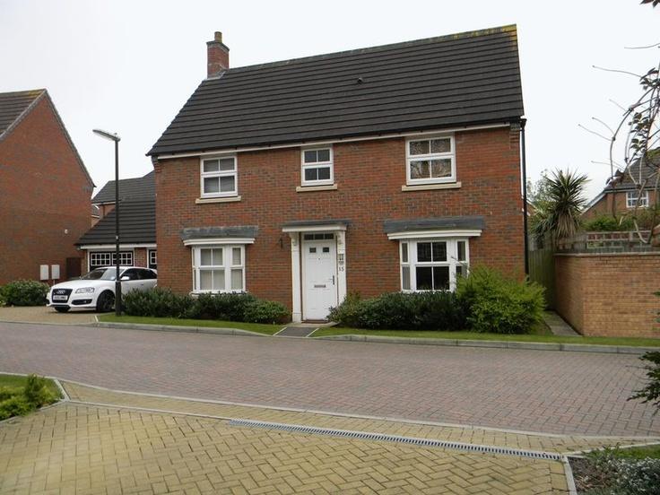 Monthlt Rental £1,600  4 Bedroom Detached House - Lawrence Close, Crawley, West Sussex, RH10 7DR Estate Agents