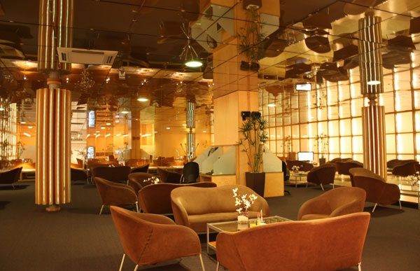 83 best european lounges images on pinterest family for Salon icare orly