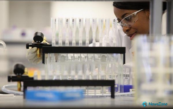Ученые придумали имплант, всасывающий раковые клетки http://apral.ru/2017/04/29/uchenye-pridumali-implant-vsasyvayushhij-rakovye-kletki/  В журнале Nature Communications недавно были опубликованы интересные результаты исследования американских онкологов. Специалисты разработали имплант, который способен притягивать к себе [...]