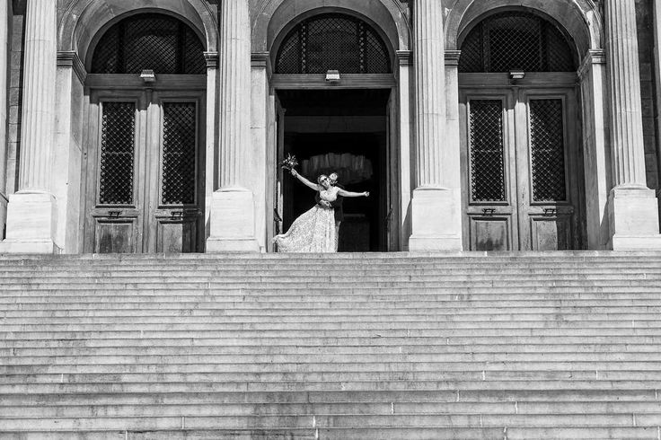syros town hall, next day wedding whooting, artecinematica, black and white photo, cool photographers, syros square, la fete