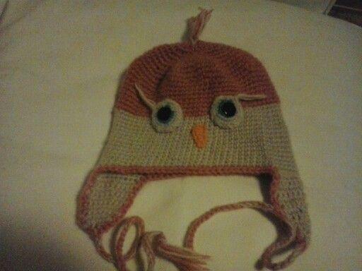 Cappello gufo lavorato con l'uncinetto