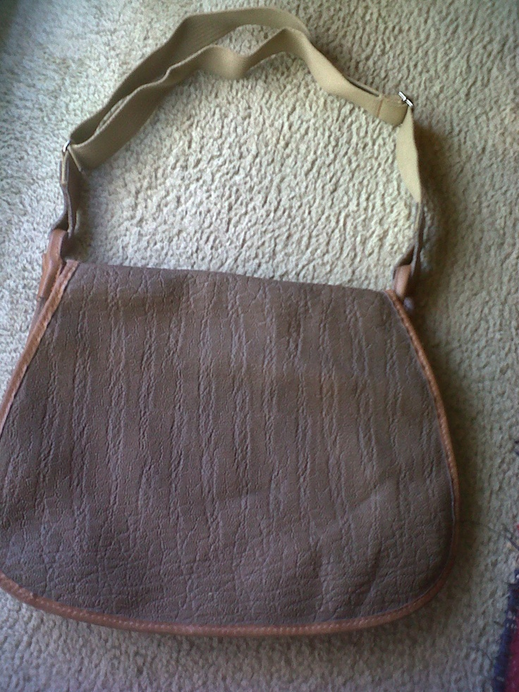 Very 70s fisherman like shoulder bag with a net inside.