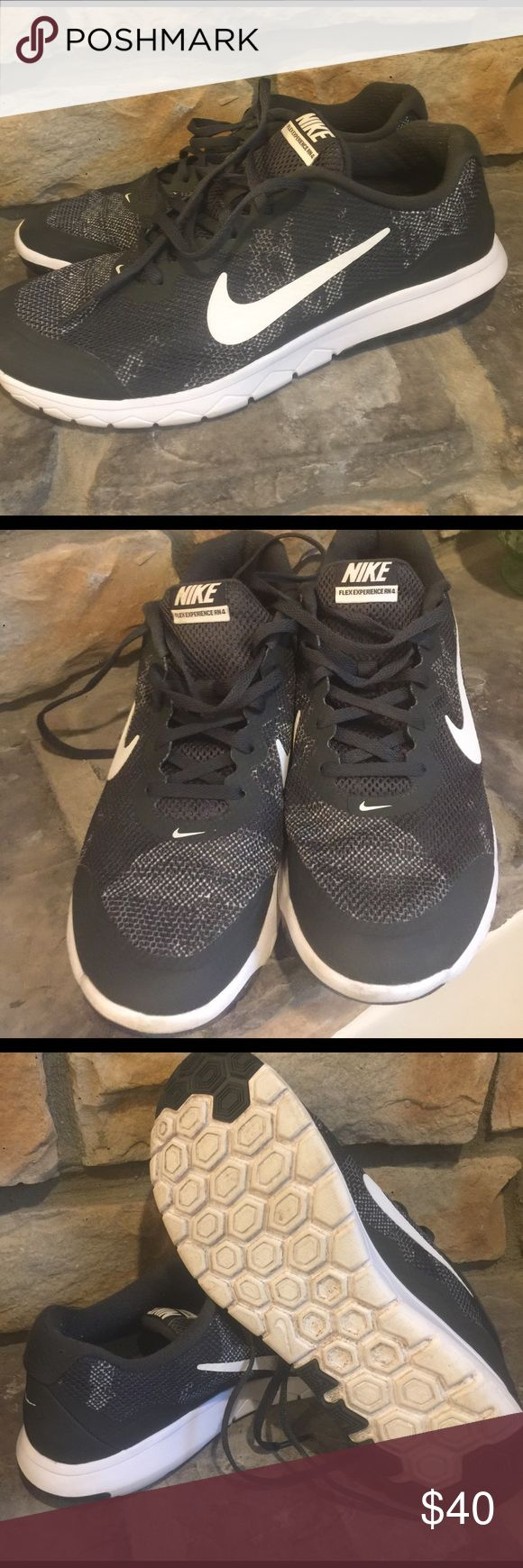 Nike Flex Experience RN 4 Men's Black and white Nike's. Gray condition. Size 10. Nike Shoes Athletic Shoes