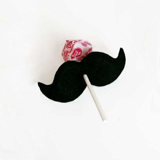 How fun! Mustache lollipop holders party favors. #mustache #party