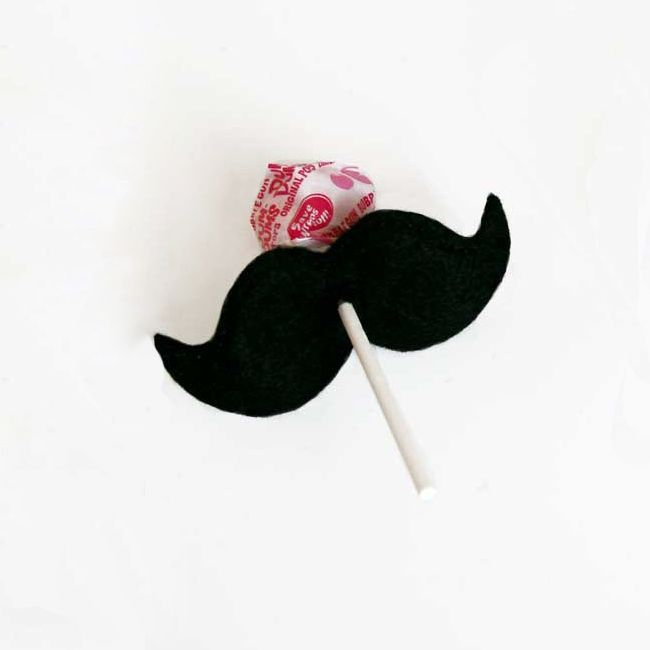 How fun! Mustache lollipop holders party favors. #mustache #party