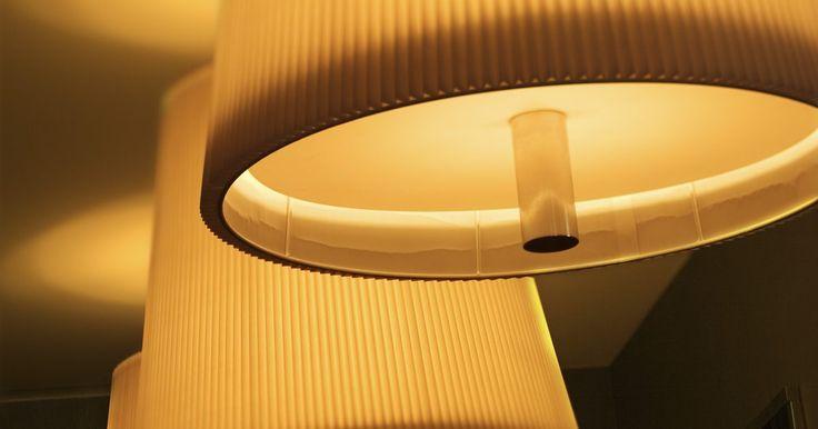 Como fazer minha própria cúpula de abajur com papel velino. As minicúpulas de abajur feitas com papel velino têm o tamanho perfeito para decorações pequenas de mesas. Elas são ideias para serem usadas em reuniões maiores, como casamentos ou aniversários, em taças de vinho com velas. Essas cúpulas amenizarão a luz e proverão uma iluminação suave para as pessoas na mesa. Cada cúpula é feita com somente uma ...