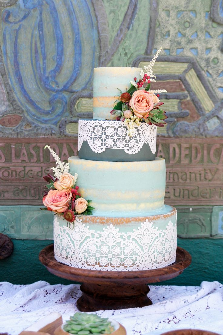 Blue vintage nearly naked cake