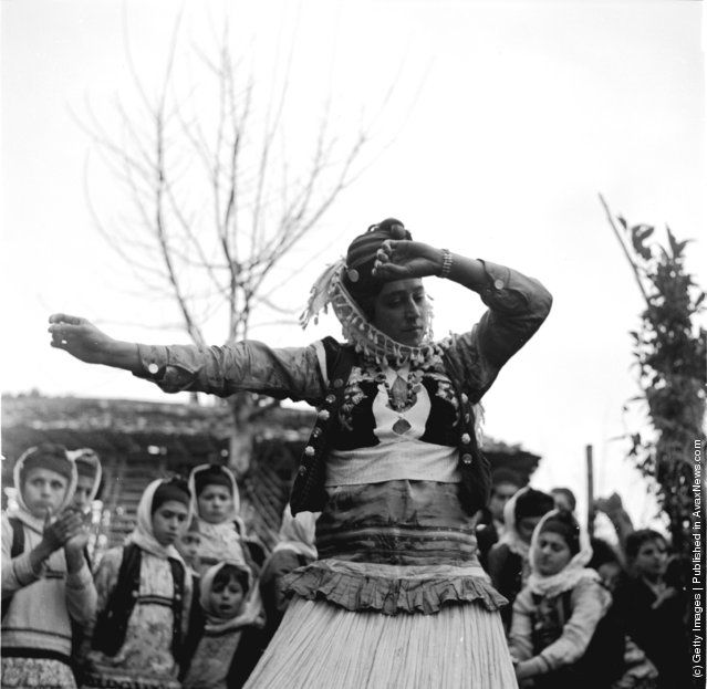 North iran girls dancing in traditional dress-1950s (Photo by Three Lions/Getty Images).