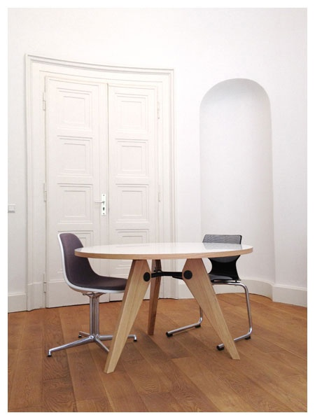 Besprechungstisch - Gueridon Table by Jean Prouve for Vitra