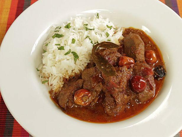 Esse prato de Cordeiro ao Curry feito pelo chef Reza Mahammad é ideal para comer com a família em um almoço de Domingo.
