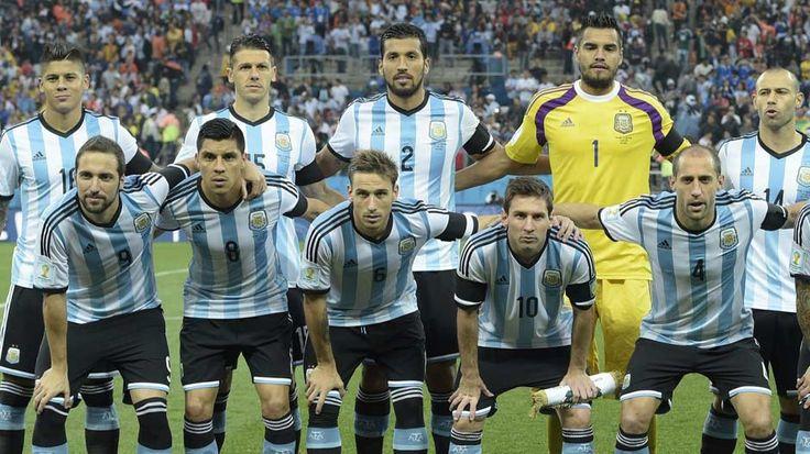 """Cuatro argentinos entre el """"dream team"""" del mundial  La prensa china armó un equipo ideal en el que figuran Messi, Mascherano, Garay y Rojo junto a un colombiano, un holandés y cinco alemanes. http://mundial.popular.tv/noticias/1112-"""