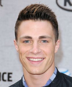Colton Haynes Hairstyle, Makeup, Suits, Shoes and Perfume - http://www.celebhairdo.com/colton-haynes-hairstyle-makeup-suits-shoes-and-perfume/