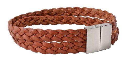 Armbånd i lysebrun fladt flettet læder  Til dette armbånd er der brugt følgende materialer:  40 cm fladt flettet brunt læder 8 mm 1 stk. magnetlås i stål + lim  smyks.dk | smyks.de | smyks.com
