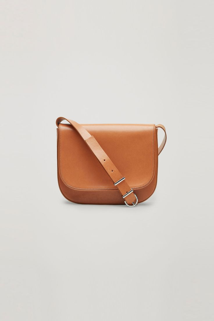 COS | Small shoulder bag. The everyday bag. To work, to walk around; in the city, on the road.