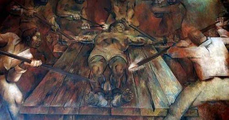 Esta es la historia de Canek, un héroe nativo que retó a la iglesia en un tiempo en que la lectura estaba prohibida para la población, y ser nativo era sinónimo de estar destinado a la clase baja.  Canek fue un hombre excepcional que supo mover a su gente para organizar la independencia mental, espiritual y laboral a la que los opresores los tenían obligados. Fue el gran héroe maya que se negó a arrodillarse ante una cruz y, sobre todo, se negó a creer que el destino de su pueblo era servir…